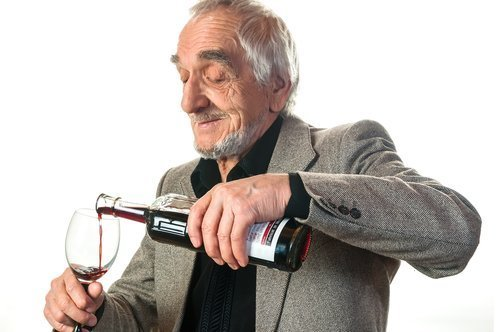 Serving Alcohol at Holiday Celebrations with Seniors – Healthy?